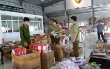 Nam Định: Triệt phá 2 kho hàng giả quy mô lớn